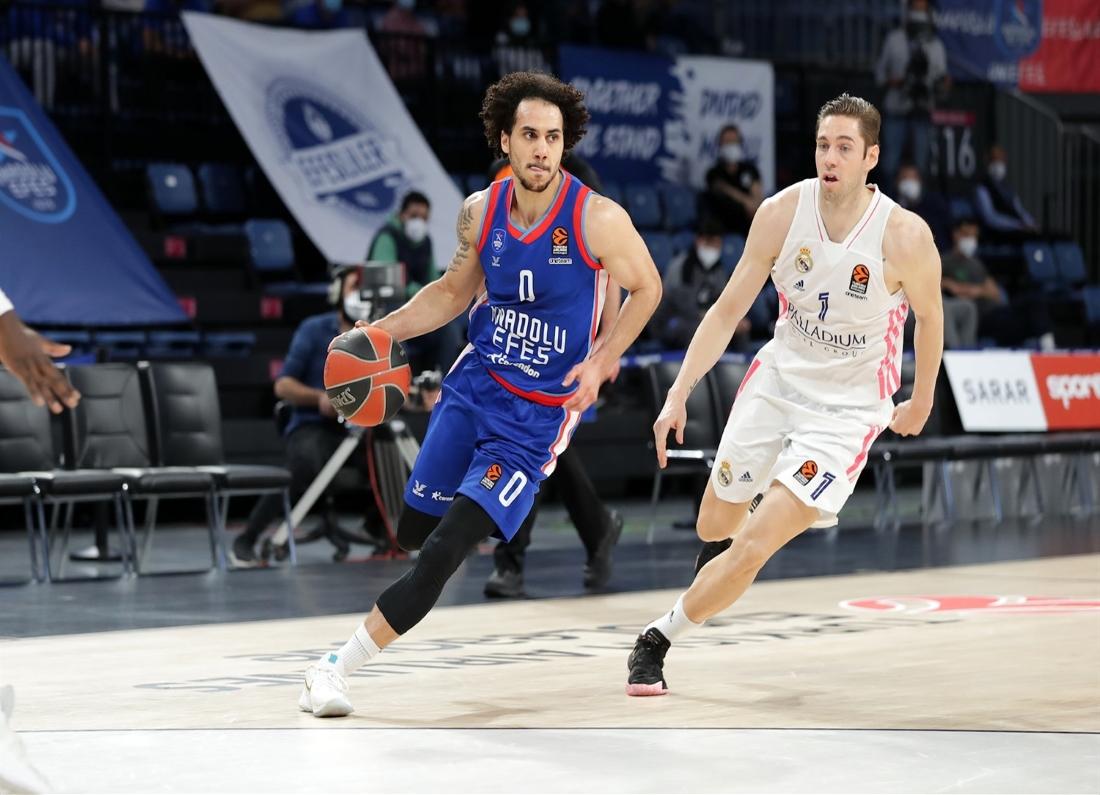 Εφές Αναντολού – Ρεάλ Μαδρίτης 90-63. Ποια κατάρα κυνηγά τις ομάδες που νίκησαν με άνεση το πρώτο παιχνίδι των playoffs στην έδρα τους; Πέντε ομάδες βρέθηκαν στη θέση της ομάδα του Αταμάν στη νέα εποχή της EuroLeague, και καμία δεν έκανε το 2-0!
